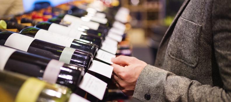 Saps com tastar un vi? T'expliquem les tres fases